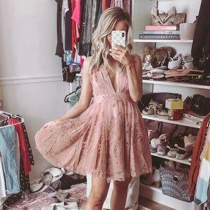 Dresses & Skirts - Gorgeous Mauve Dress